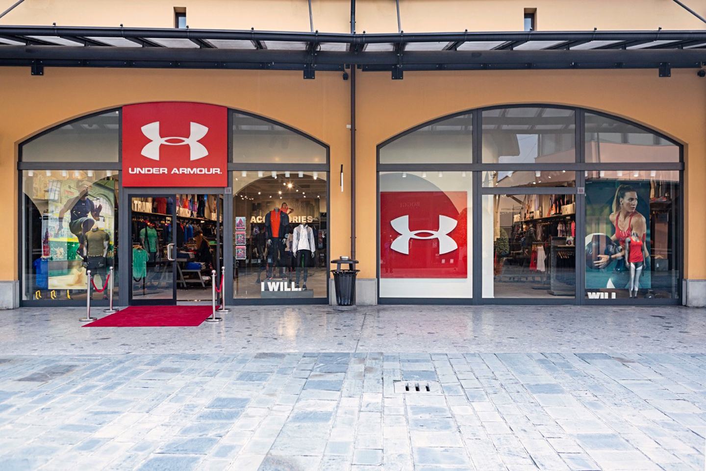 Il primo outlet italiano di under armour running magazine for Outlet village milano