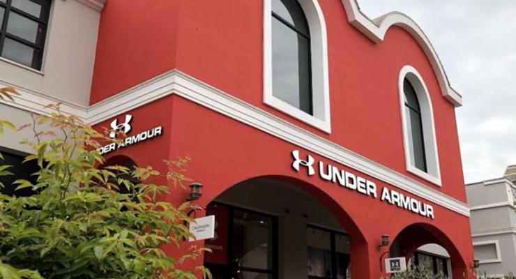 65f735e9af Under Armour apre il suo primo punto vendita outlet nel centro sud Italia,  nel Valmontone Outlet. Il villaggio dedicato allo shopping gestito da  Promos in ...