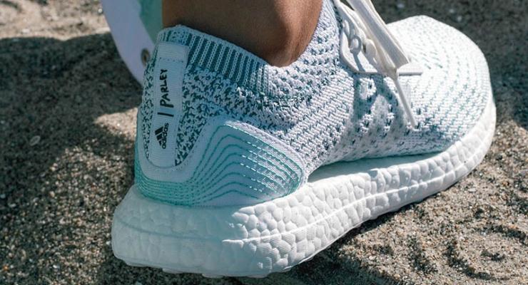 adidas punta a vendere 5 milioni di scarpe realizzate in partnership con  Parley for the Oceans. La dichiarazione arriva dal produttore Far Eastern  New ... fcc9c024d07